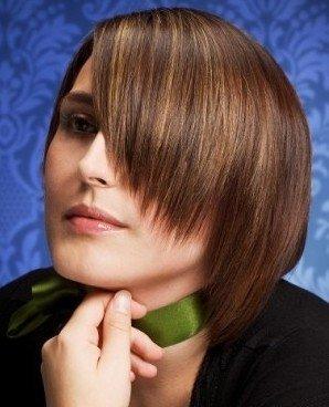 Стрижки на волосах средней длины