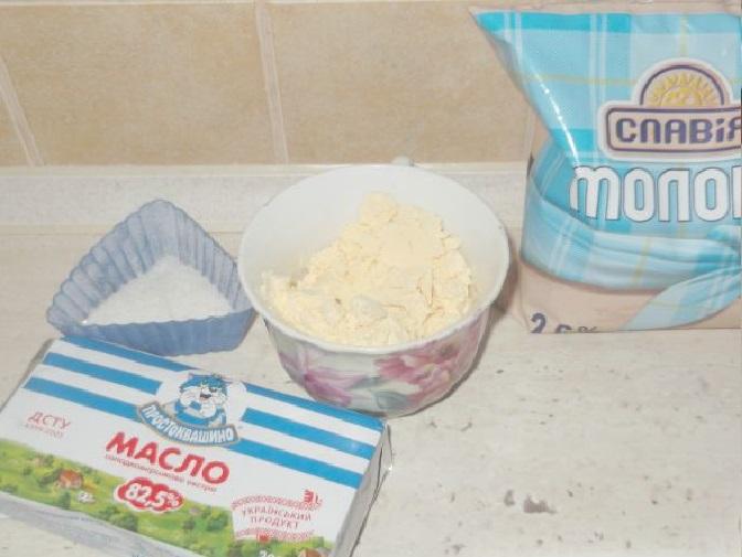 Молоко, масло, яичный порошок и соль