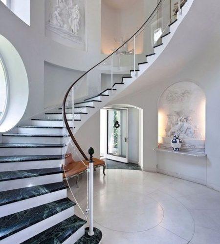 лестница на второй этаж мраморная