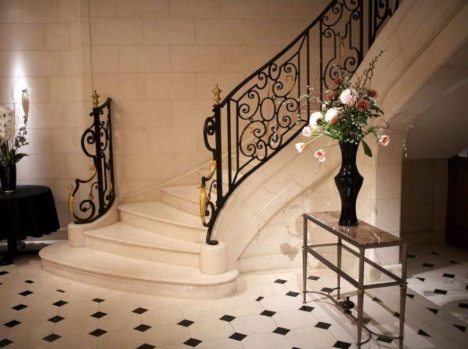изготовление мраморных лестниц