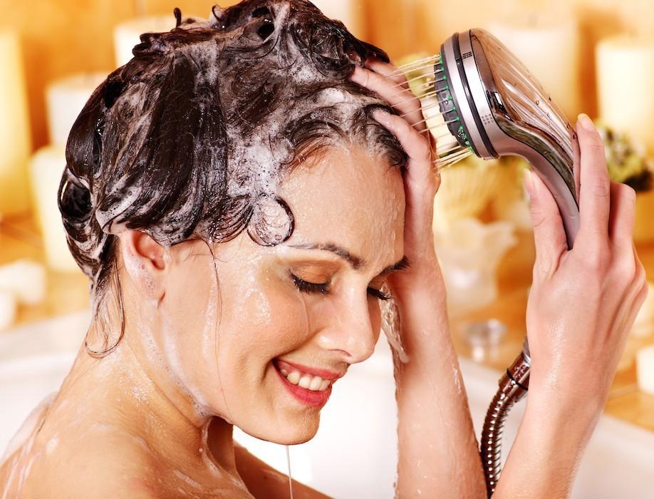 Мытье головы душем