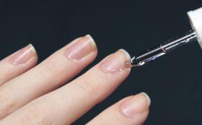 Нанесение на ногти прозрачного средства