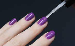 Нанесение топа на ногти