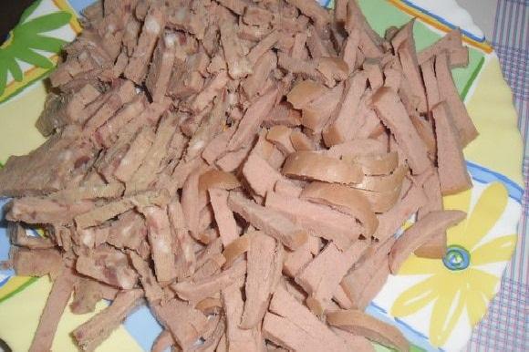 Тарелка с нарезкой из мяса