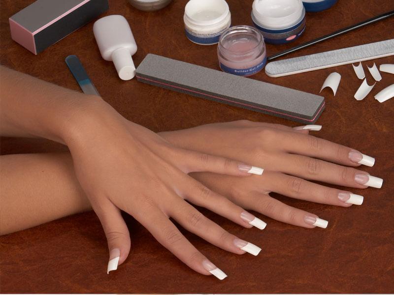 Нарощенные на формах ногти