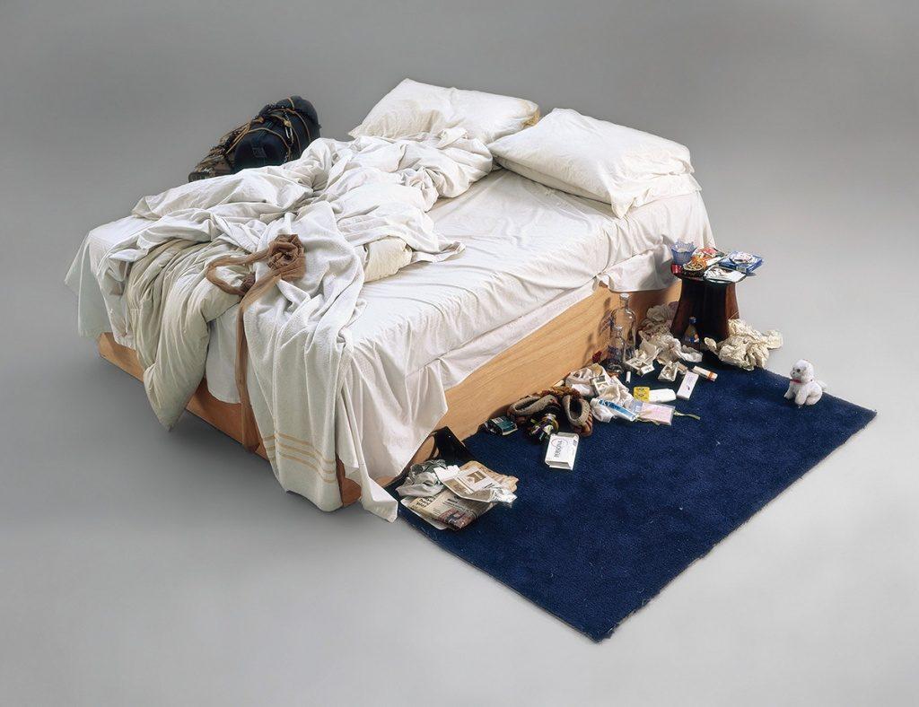 Неприбранная кровать