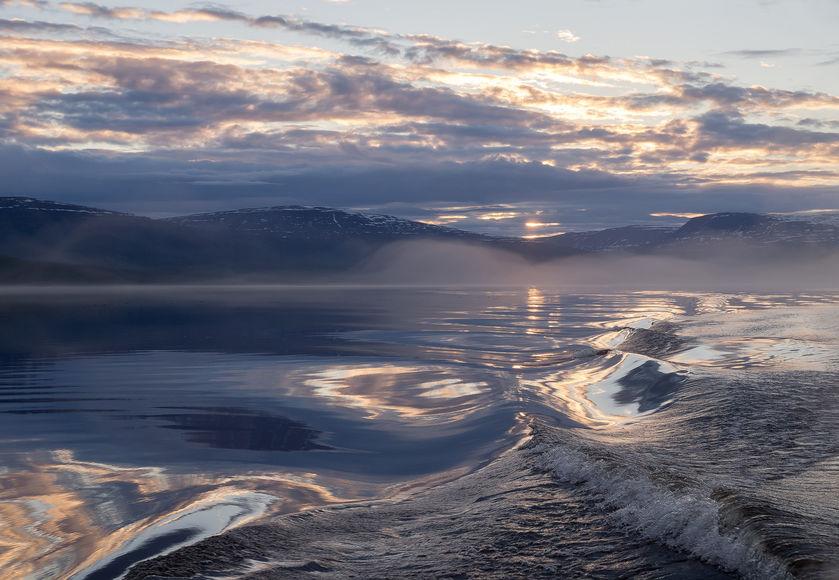Неспокойное озеро