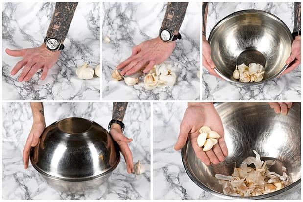 Очистка чеснока с помощью двух мисок