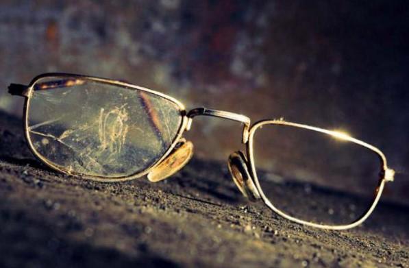 Очки с поцарапанным стеклом