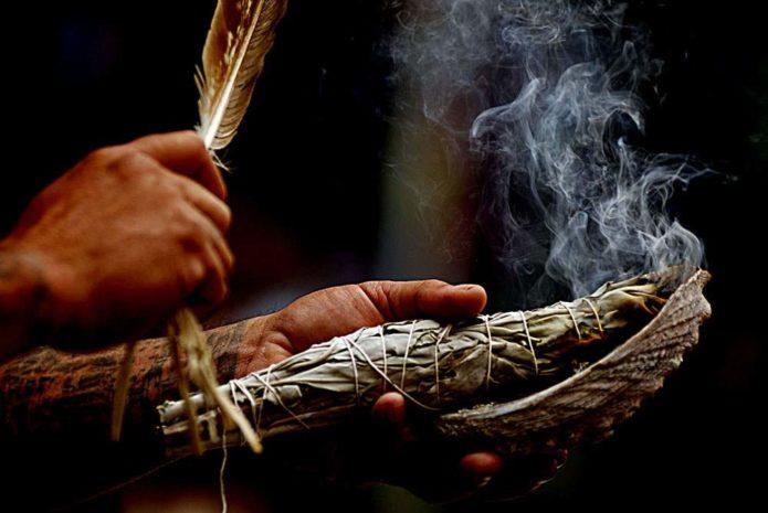 Окуривание дымом трав