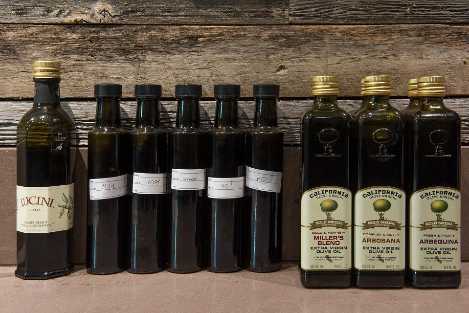 Масло оливы в бутылках