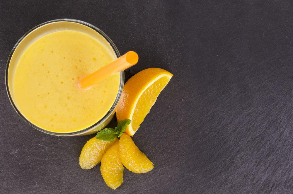 Коктейль из ряженки, апельсинового и морковного сока