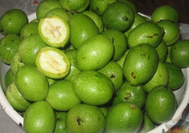 Зелёные грецкие орехи