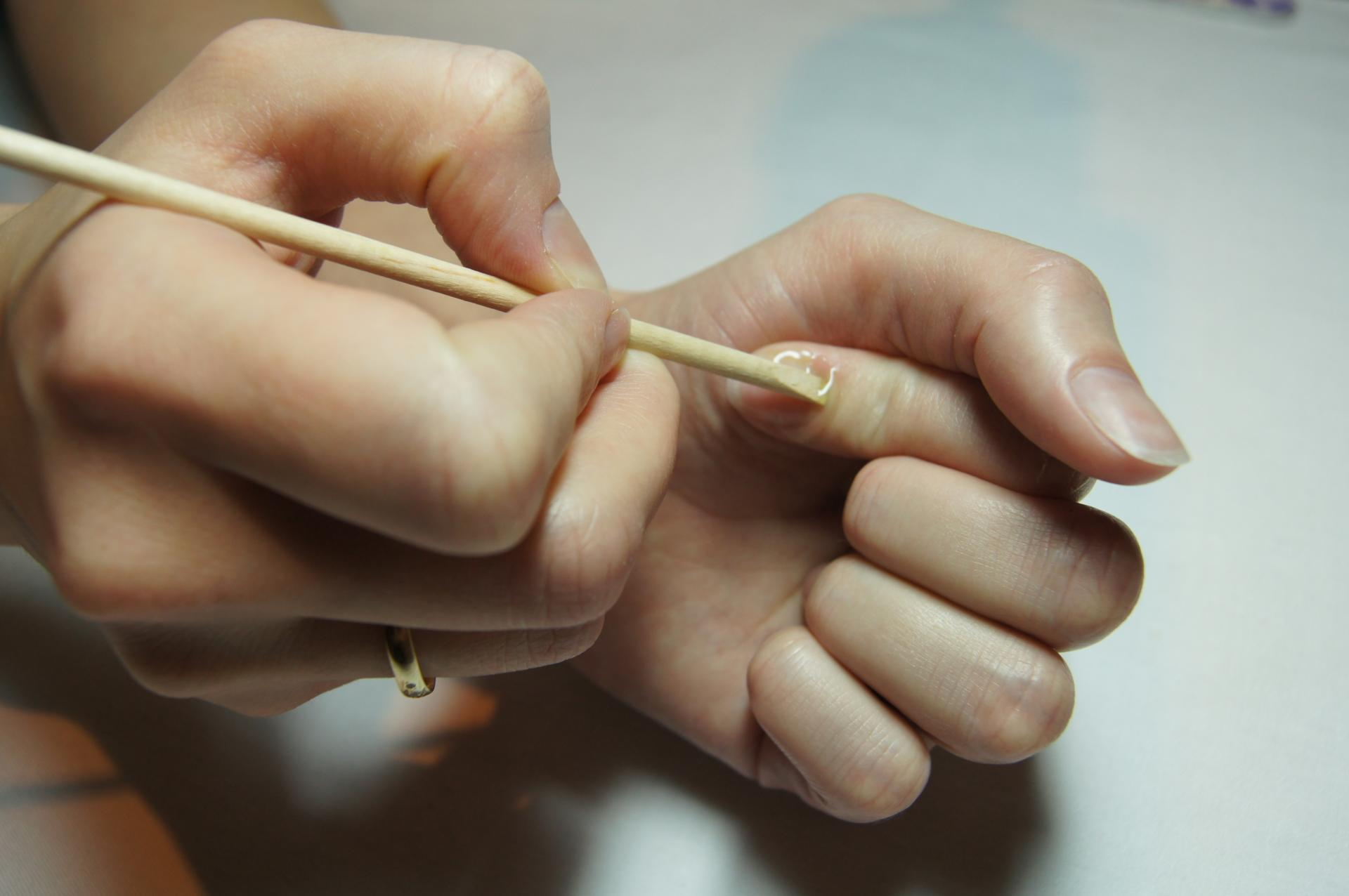 Как убрать кутикулу в домашних условиях пошагово с ногтей 7