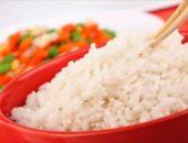 Отварной рис в красной миске