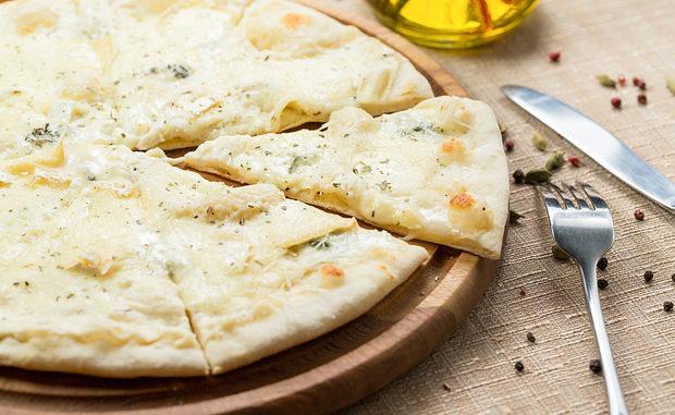 готовая пицца «Четыре сыра»