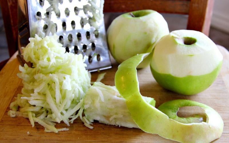 яблоки очистить и натереть