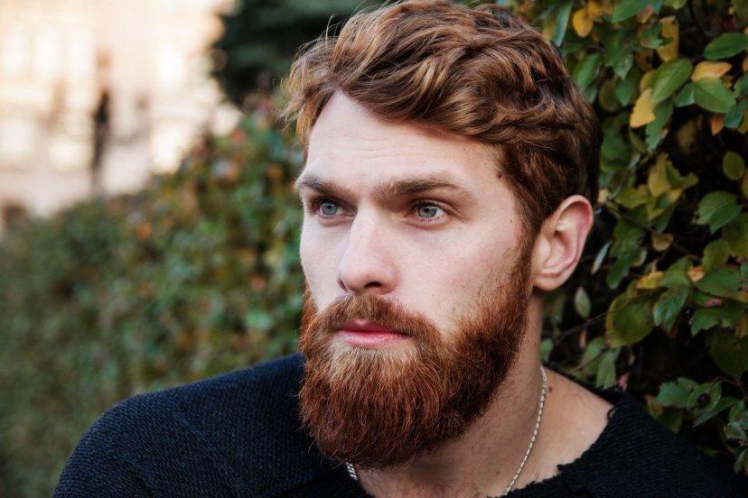 Парень с густой бородой