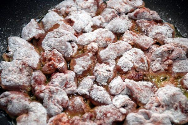 Печень в панировке на сковороде