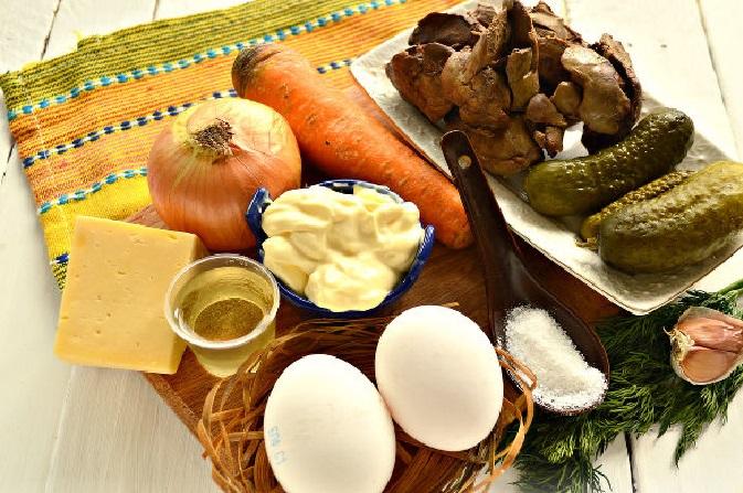Печень, яйца, овощи, сыр, приправы