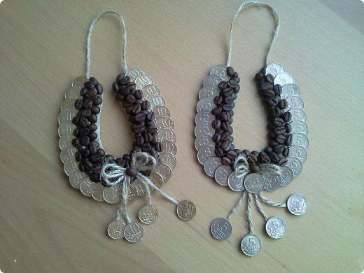 Подковы из монет