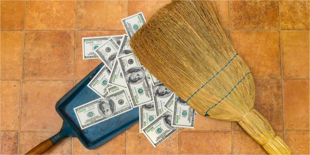 Подметание денег веником