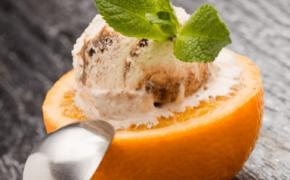 Идея подачи мороженого с апельсином