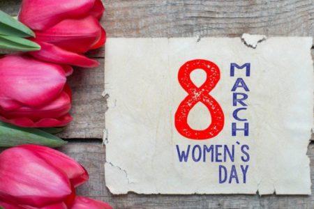 Что можно подарить женщинам на 8 марта