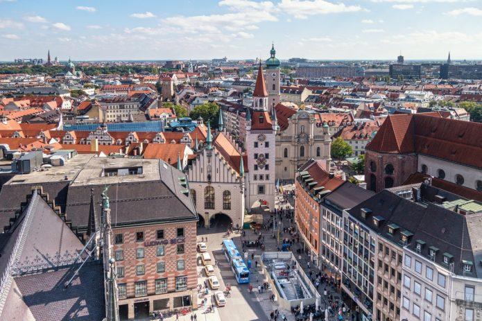Мариенплац, Старая и Новая ратуши