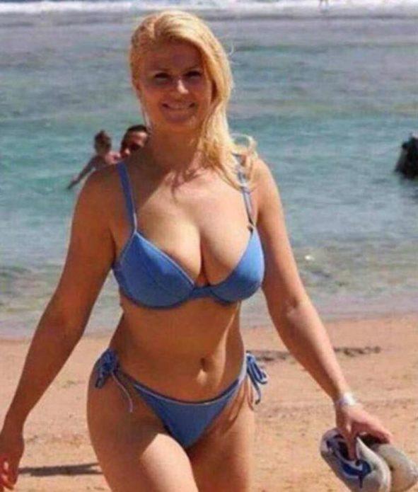 Колинда Грабар-Китарович в купальнике