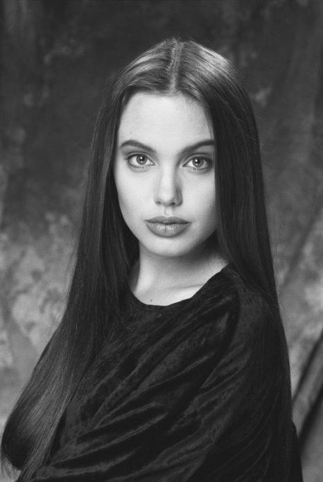 Фото Анджелины Джоли в юности