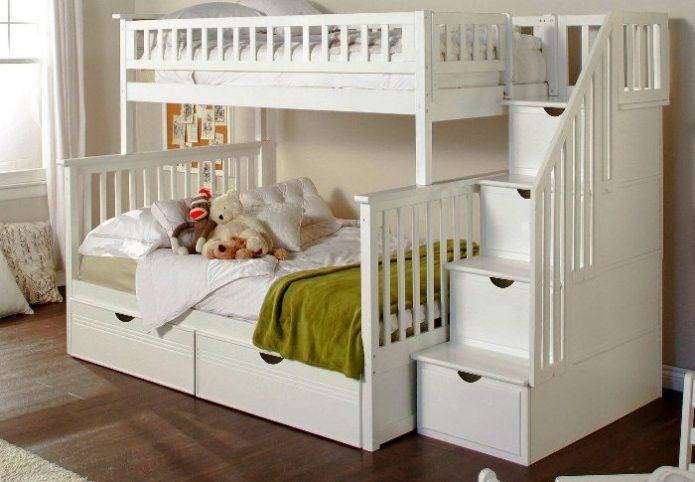 Белая двухъярусная кровать