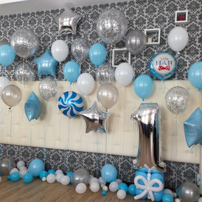 Стена, украшенная шарами