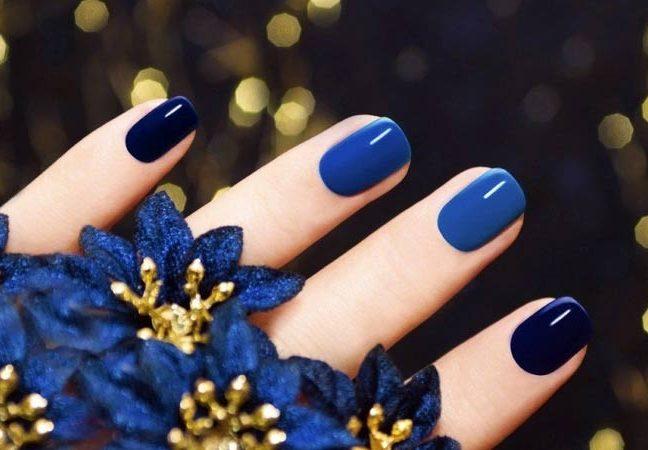 Стильный синий маникюр
