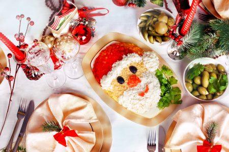Даже кушать жалко:идеи украшения салатов на Новый год 2019