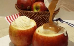 Подача мороженого в яблоках