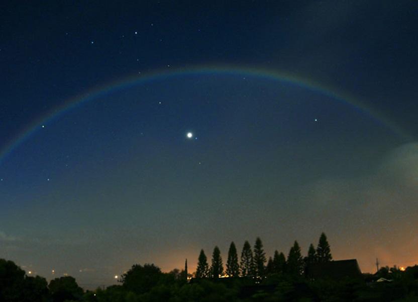 Радуга на ночном небе
