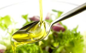 Растительное масло в ложке