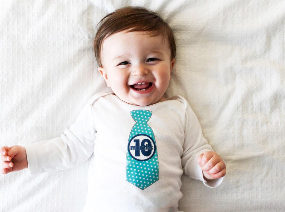 Ребёнок улыбается