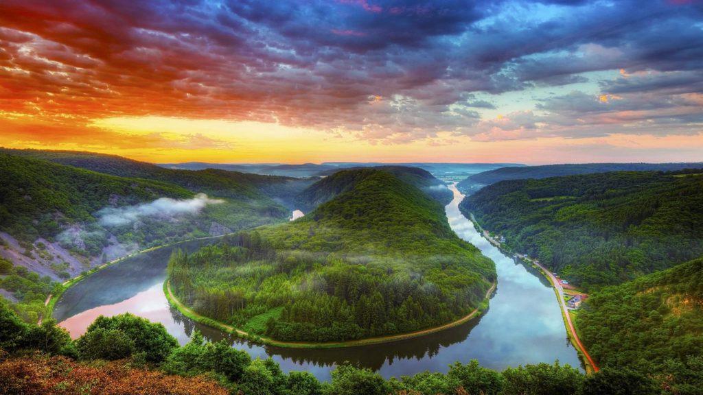 Река огибает остров
