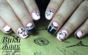 Розовый с чёрным лунный маникюр