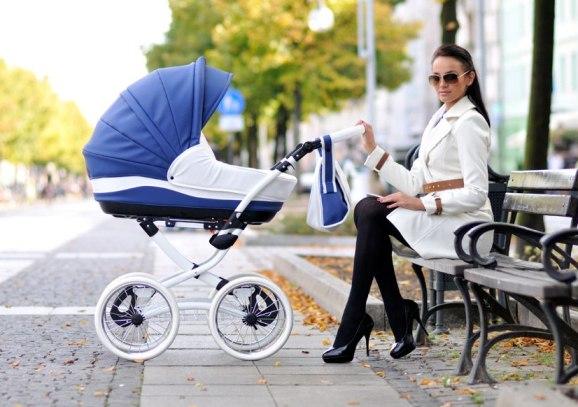 Синяя детская коляска