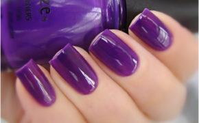 Сиреневый лак на ногтях