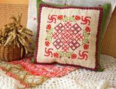 Славянская вышивка на подушке