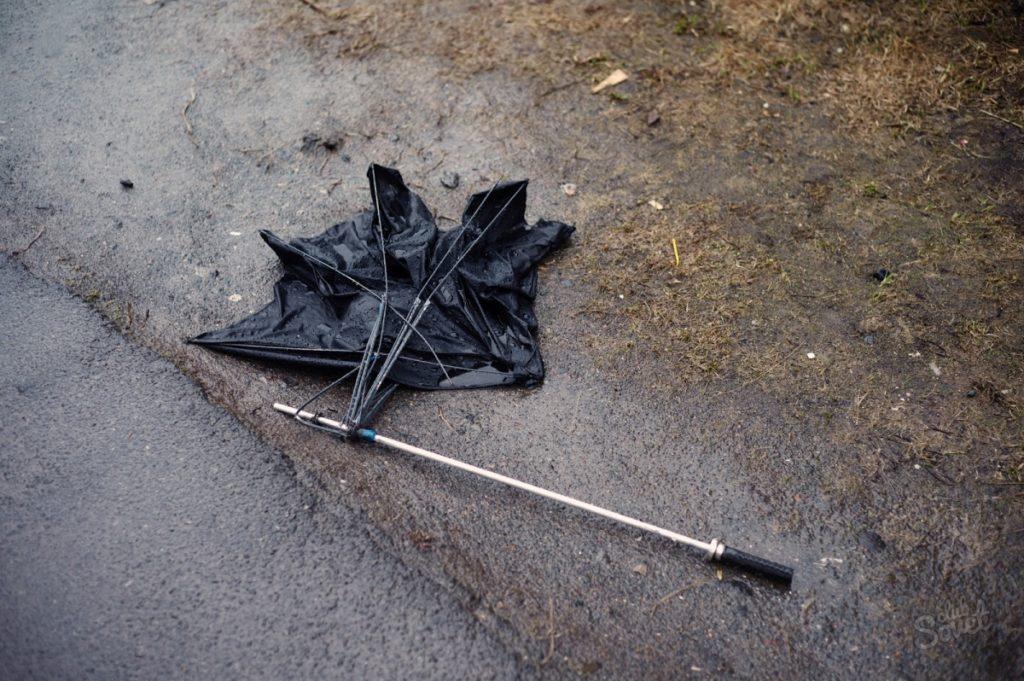 Сломанный зонт