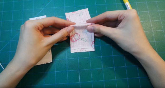 Сложенный пополам прямоугольник для омамори