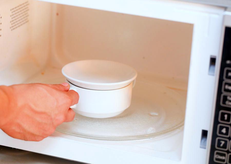 Ставим чашу в микроволновую печь