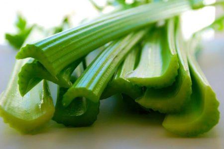 Сельдерей стеблевой и листовой: полезные свойства и противопоказания, рекомендации по применению