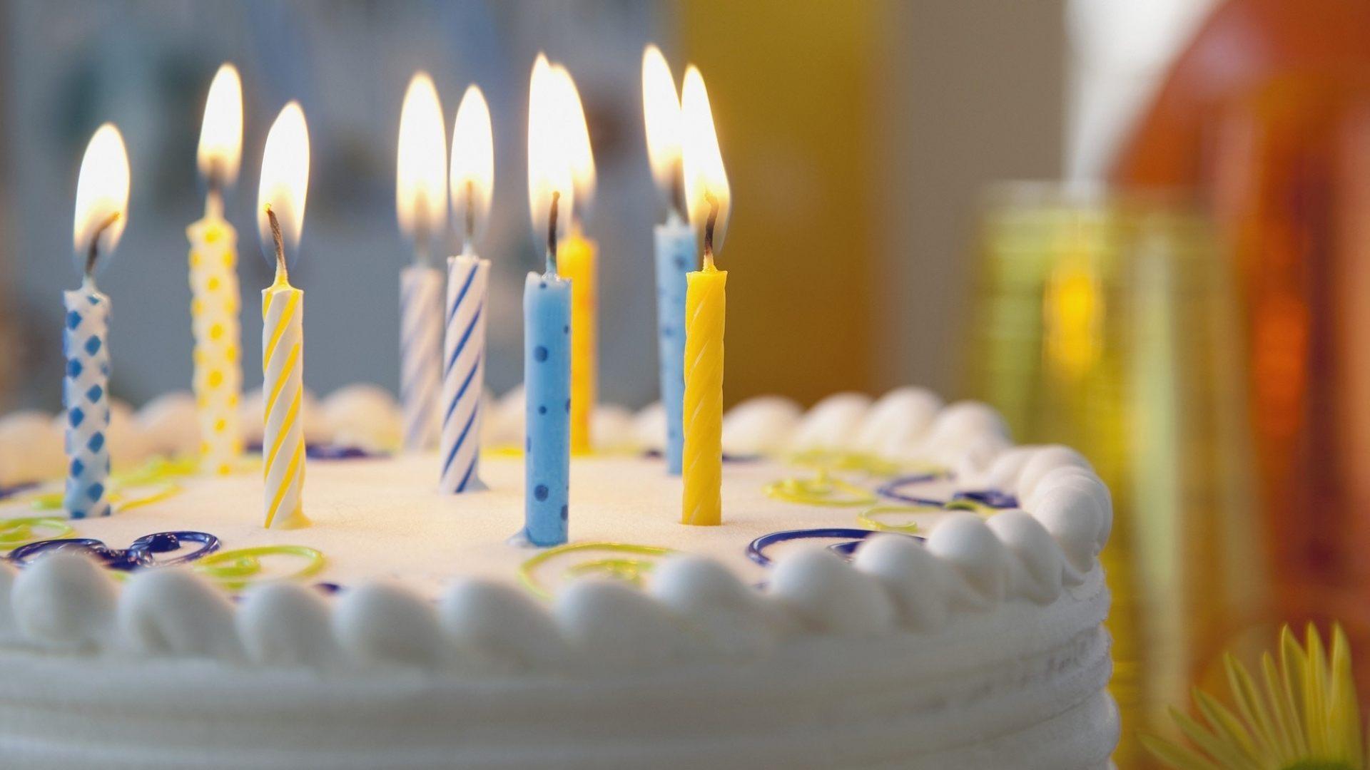 Торт со свечами открытка с днем рождения маме экземпляр тот