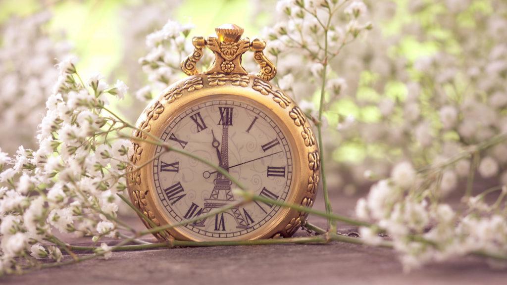Красивые часы в старинном стиле